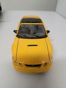 1994 FORD YELLOW MUSTANG GT 1/24 DIECAST convertable( no box)