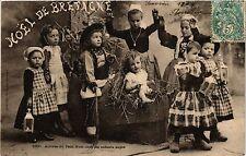 CPA  Noel de Bretagne - Arrivée du Petit Noel chez les enfants sages  (482034)