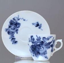 Royal Copenhagen: Mokkatasse und Konfektteller Blaue Blume Espressotasse