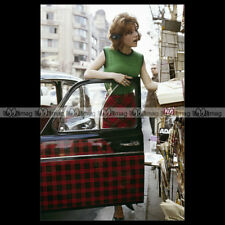 #pha.006135 Photo RENAULT 4 PARISIENNE (R4 4L) & SHEILA Car Auto