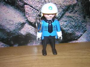 ( C 14 / 2 )  Polizist Polizei Motorradstreife Schlüsselanhänger Figur