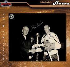 Gordie Howe SIGNED Detroit Red Wings 8 x 10 Photo -70091