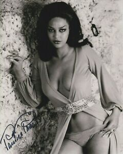 """Pauline Peart 10"""" x 8"""" photo signed in person - Hammer Horror Actress - K596"""
