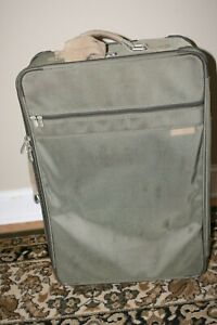 """BRIGGS AND RILEY LARGE UPRIGHT GARMENT SUITCASE  27"""" x 19.5"""" x 9.5"""" USED OLIVE"""