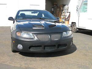 Colgan Front End Mask Bra 2pc. Fits 2004-2006 Pontiac GTO W/License Plate