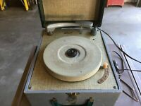 "vintage small record player DEAN "" the head of the class"" in carrying case"
