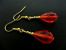 A PAIR OF  GOLD TONE & RED GLASS CRYSTAL TEARDROP DANGLY EARRINGS.
