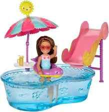 "Barbie DWJ47 ""club Chelsea piscina y tobogán de agua"" Muñeca"