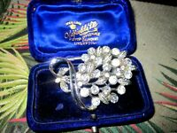 Lovely vintage silvertone rhinestone floral brooch