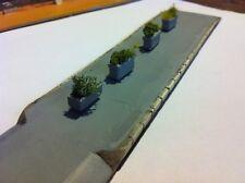 vasi con fiori per plastico ferroviario