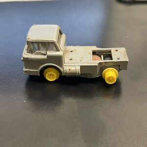 Aurora Vibrator - 1582 Mack Dump Truck - Light Gray As Parts