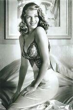 WW II   Photo --      Pin Up Girl       # 084