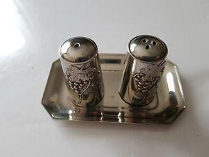 Anciennes salière et poivrière métal argenté