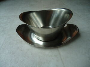 """Stainless Steel Oval Gravy Boat With Unattached Under Plate 7"""" X  X 5"""" X 2 ¼"""" Cr"""