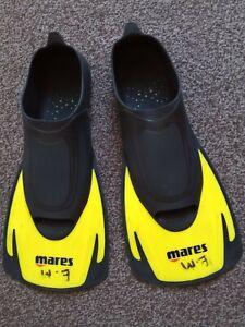 "Pair Of ""Mares Short Style"" Scuba Divers Fins, Size 5-6 or 38- 39 C/W Mesh Bag."