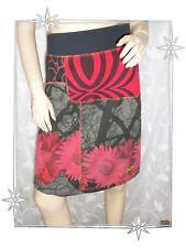 A - Jupe Fantaisie Courte Noire Grise Rouge Fleurs 15F2715 Desigual  Taille 34