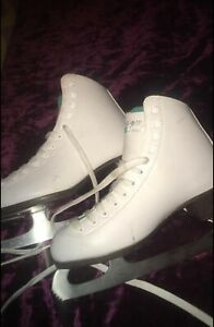 Women's White Ice Skates, Riedell Size 6