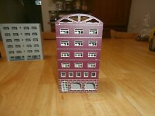 UNKNOWN MAKE N-SCALE 6-STORY OFFICE BUILDING-MAROON IN COLOR