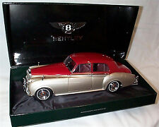 Minichamps Diecast - 1/18 Scale - Bentley S2 1954 - Silver/Red