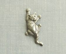 VINTAGE JJ 1988 SIGNED CLIMBING KITTY CAT SILVER TONE BROOCH PIN JEWELRY