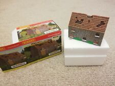 Hornby Skaledale Derelict Outhouse (Mint Condition)