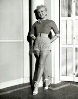 """BETTY GRABLE IN """"HOW TO MARRY A MILLIONAIRE"""" - 8X10 PUBLICITY PHOTO (DA-635)"""