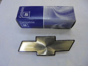 NOS 1998-2004 Chevrolet S10 1998-2005 S10 Blazer Grille Bowtie Emblem #15634687