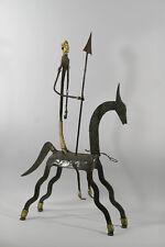 CHEVAL ET CAVALIER, tôle émaillée marron et ornements dorés, art éthnique,50 cm