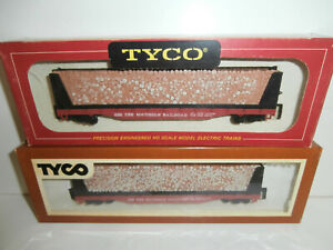 2 HO Tyco Southern 50' Flat Cars with Pulp Wood Loads, RTR