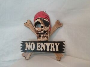 Wall plaque and sign, pirate themes : keep out. Hand made and painted, wood