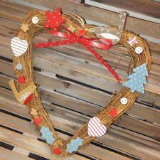 Ghirlande, corone e fiori natalizi marrone in legno, tema natale