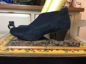"""Munro American Ankle Boots Women's Navy Blue Suede Leather  2 1/4"""" Heel Sz 9M"""