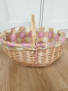 WICKER BASKET WITH PRETTY LINER