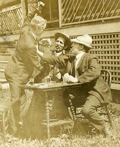 VINTAGE ANTIQUE POKER CARD GAME BEER BOTTLE BRAWL FUNNY CIGAR STEREOVIEW PHOTO