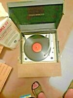 COLUMBIA RECORD PLAYER  PORTABLE 518 antique manual extra needle works good