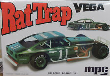 CHEVROLET VEGA RAT TRAP DIRT RACER MPC 1:25 SCALE PLASTIC MODEL CAR KIT