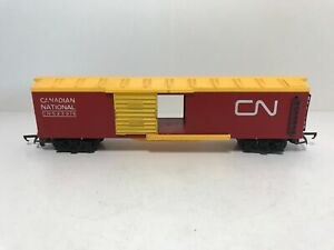 Tri-Ang R1361 OO Canadian National CN #523976 Red Box Car Yellow Roof