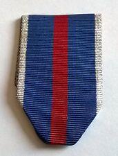 Ruban neuf plié pour médaille militaire à identifier.