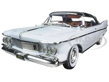 1961 CHRYSLER IMPERIAL CROWN WHITE WITH BROWN INTERIOR 1:18 ROAD SIGNATURE 20138