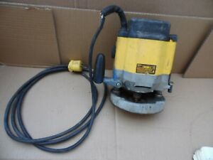 Dewalt DW625 Variable Speed Electronic Plunge Router 3 Hp 15/12 Amp 8-22k Italy