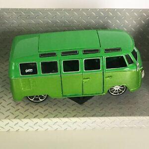 """Maisto Volskwagen Van Samba Green Custom Shop Doors Open 1:25 Classic 6"""" Loose"""