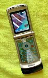 Motorola Razr V3 Blue GSM Flip Phone - Cingular - Very Good Condition