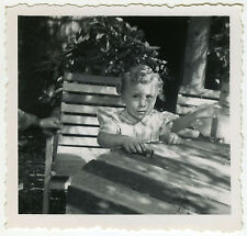 PHOTO ANCIENNE - ENFANT JOUET VOITURE TABLE - CHILD PLAYING CAR-Vintage Snapshot