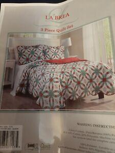 LaBrea 3 piece Christmas Quilt Snowflake design Queen