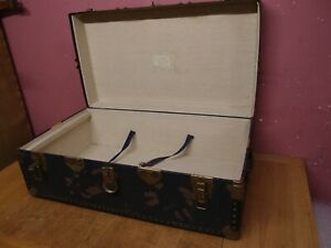 LARGE ANTIQUE STEAMER TRUNK WORKING CATCHES GOOD HANDLES 1950's