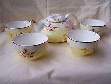 Teekanne in Flachform mit 4 Teebechern aus Porzellan  * Schmetterlingsdekor *