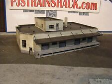 HO Scale Building Walthers Trucking Distributor Built Weathered