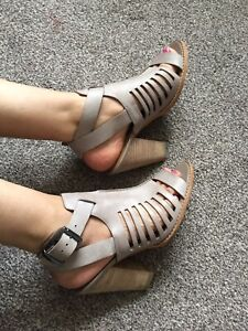 Clarks Softwear Taupe Real Leather Ankle Strap Block Heel Gladiator Sandals 6.5