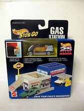25 YEARS Hot Wheels STO & GO GAS STATION W/ TEAM RACING VAN Dated 1995