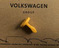 Original VW T5 / T6 Clip für Deckel in der Seitenverkleidung hinten links NEU